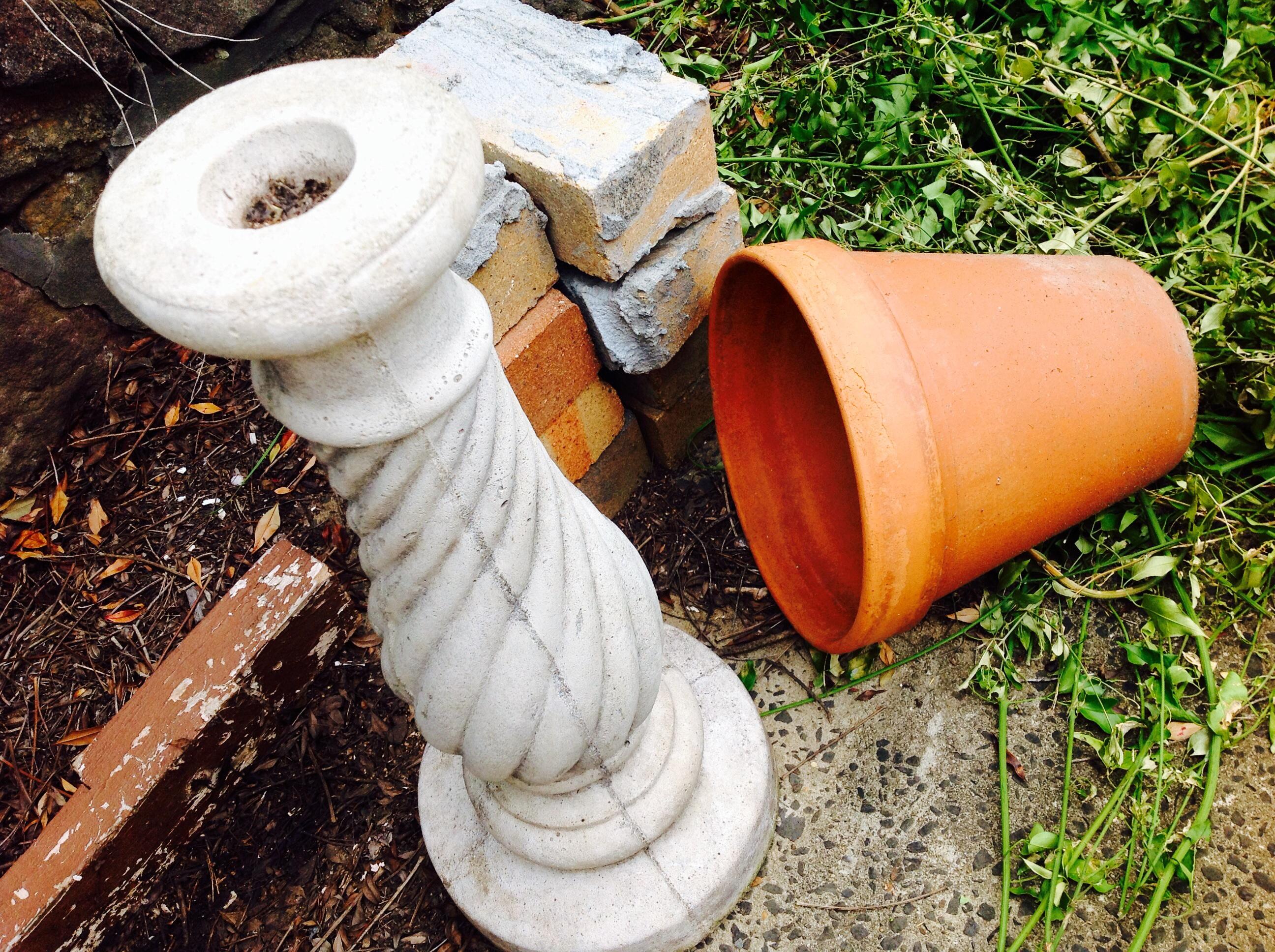 Declutter, earthen ware pots, container garden , decluttering home, declutter mind, sort , minimise, prepare garden, Autumn garden,clean house,